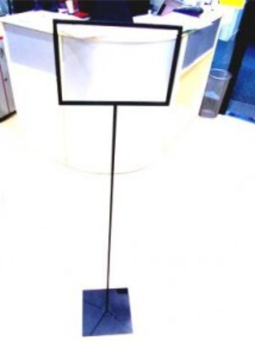 Metalni stalak za reklamni materijal